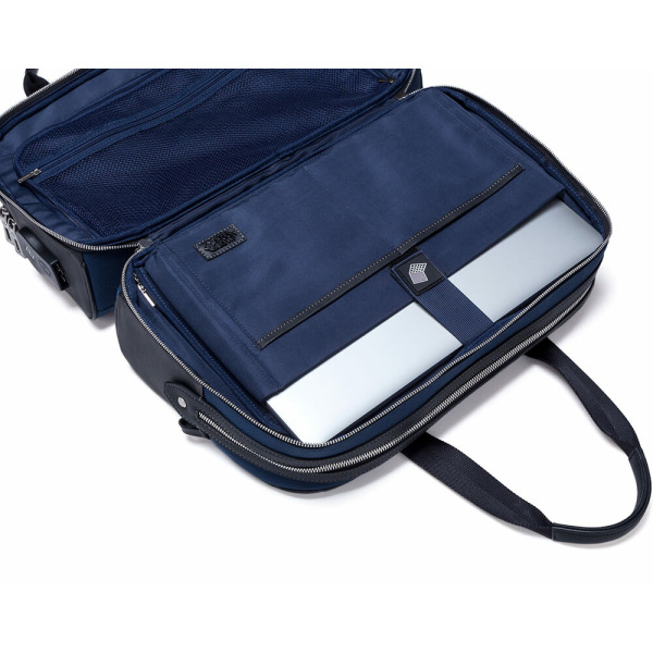 JMNY-Atlas-travel-bag-in-navy-blue-laptop-compartment